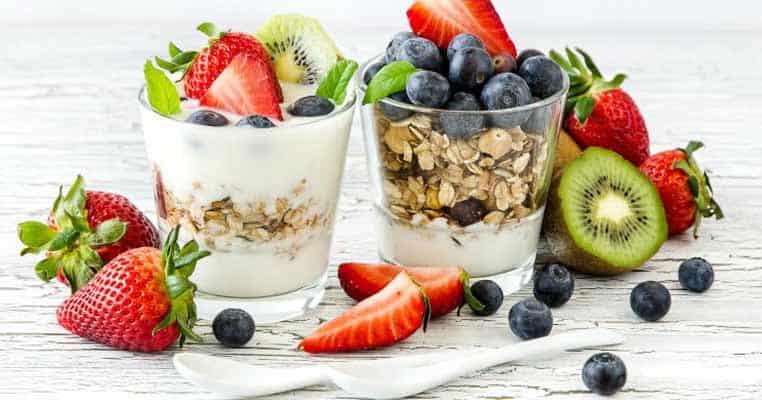 iogurte e fruta